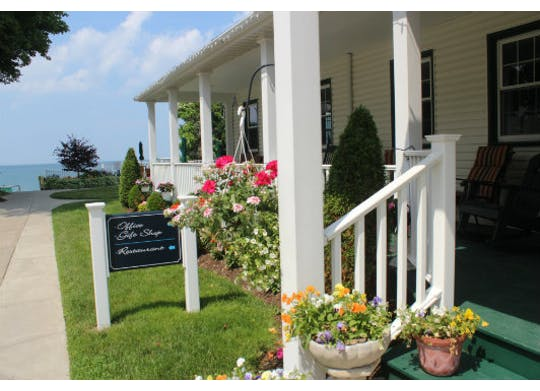 The Lakehouse Inn Bed & Breakfast & Cottages 4