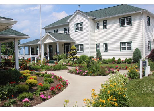 The Lakehouse Inn Bed & Breakfast & Cottages