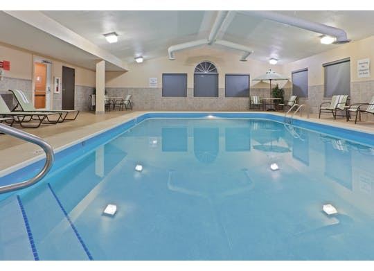 Holiday Inn Pool1