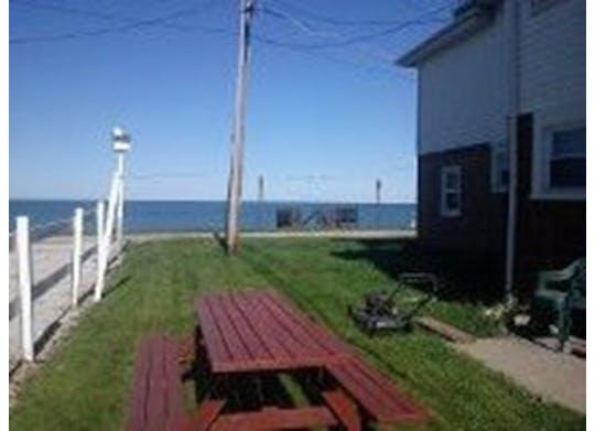 Lindas Geneva Beach House Yard