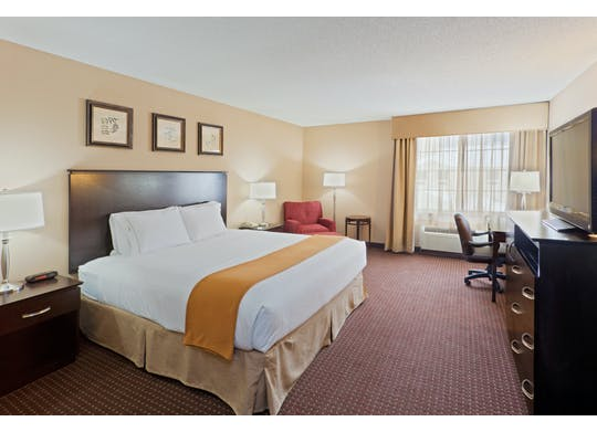 Holiday Inn Guest Room2