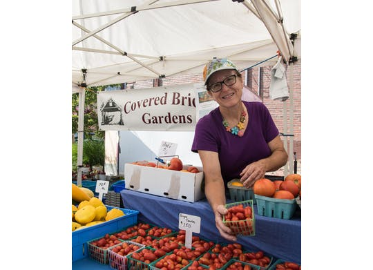 Ashtabula Farmers' Market woman with tomatoes