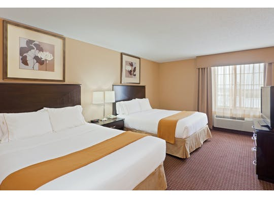 Holiday Innguest Room1